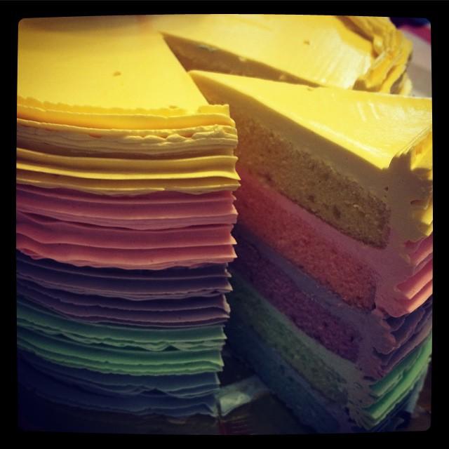 I love rainbow cakes!!