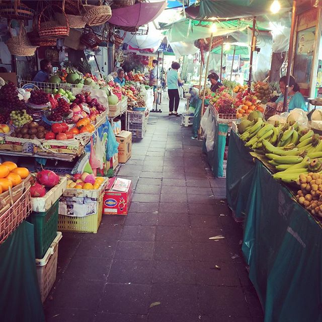 Market shopping is always interesting. I love it. So many lovely locals xx