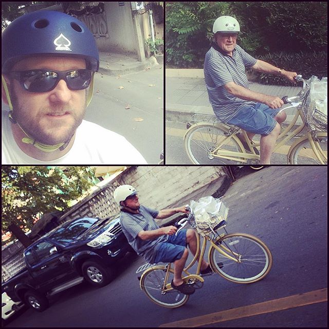 Andrew and George riding around Bangkok this afternoon (incase you are wondering - I thought George left to go back to Australia?.......well there was a tiny mix up with flights and Jude & George head home tonight)
